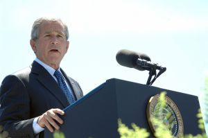 1280px-George_W._Bush_speaks_at_Coast_Guard_commencement