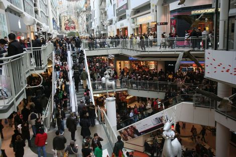 1024px-boxing_day_at_the_toronto_eaton_centre